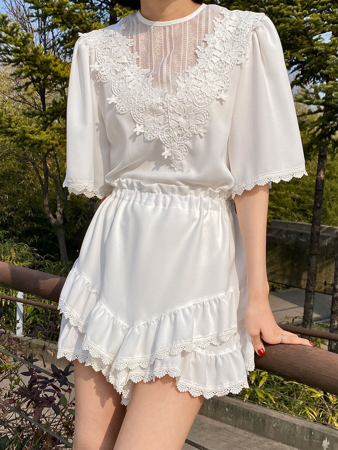 V flower lace two-piece (white)